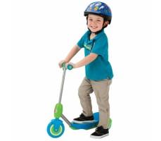 Электросамокат Razor Lilˆ E Blue вид сбоку с ребенком
