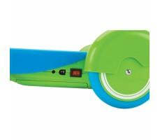 Электросамокат Razor Lilˆ E Blue вид сбоку на заднее колесо и кнопку включения