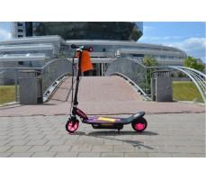 Фото электросамоката Razor PowerCore e90 розовый сбоку на улице