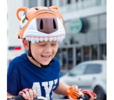 фото шлема Crazy Safety Orange Tiger 2017 на голове у мальчика спереди