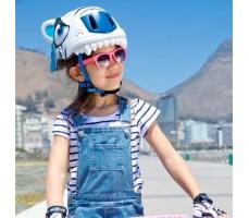 фото шлема Crazy Safety White Tiger 2017  на голове у девочки сбоку