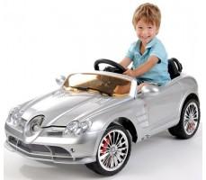 Фото электромобиля Mercedes-Benz SRL McLaren Silver с пассажиром