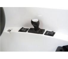 Фото элементов управления электромобиля Mercedes-Benz SRL McLaren Silver