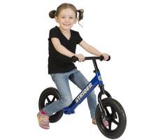 фото ребенка на беговеле Strider 12 Classic Blue