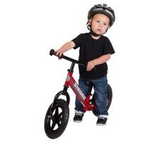 фото ребенка на беговеле Strider 12 Classic Red