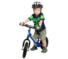 фото ребенка на беговеле Strider 16 Sport Blue