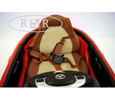 Фото кожаного сиденья с ремнями электромобиля Mercedes-Benz CLA45 A777AA Red
