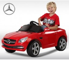 Фото электромобиля Rastar Mercedes-Benz SLK Red с пассажиром
