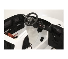 Фото электромобиля River Toys AUDI Q5 White вид из кабины