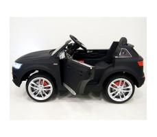 фото детского электромобиля RiverToys Audi Q7 Quattro Black сбоку