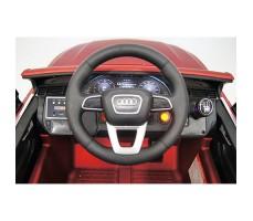 фото руля и панели приборов детского электромобиля RiverToys Audi Q7 Quattro Red