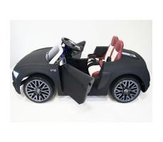 фото детского электромобиля RiverToys Audi R8 Black сбоку