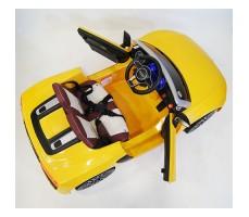 фото детского электромобиля RiverToys Audi R8 Yellow сверху