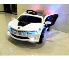 Фото электромобиля RiverToys BMW O002OO с открытыми дверьми