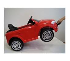 фото детского электромобиля RiverToys BMW O006OO Red сбоку с ручкой