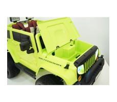 Электромобиль River Toys Jeep Wrangler O999OO 4x4 Green с поднятым капотом