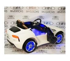 Фото электромобиля River Toys Maserati A005AA White вид сзади