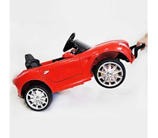 фото детского электромобиля RiverToys Mercedes O333OO Red сбоку