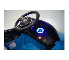 фото руля и передней панели детского электромобиля RiverToys Porsche E001EE Blue