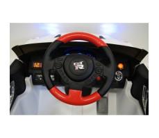 Фото из кабины электромобиля River Toys Nissan GTR X333XX White