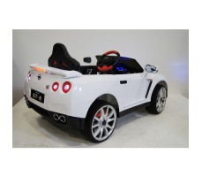 Фото электромобиля River Toys Nissan GTR X333XX White вид сзади