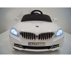 Фото электромобиля RiverToys Mercedes T007TT White вид спереди