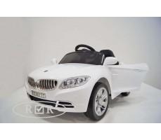 Фото электромобиля RiverToys BMW T004TT White с открытыми дверьми