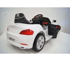 Фото электромобиля RiverToys Mercedes T007TT White вид сзади
