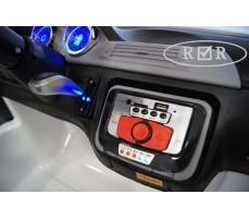 Фото панели управления электромобиля RiverToys BMW T005TT White