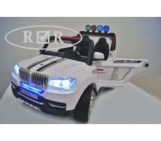 Фото электромобиля RiverToys BMW T005TT White с открытыми дверьми