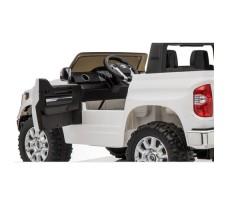 Фото с открытой дверцой детского электромобиля TOYOTA TUNDRA MINI JJ2266 White