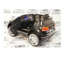 Фото электромобиля River Toys Volkswagen Touareg Black вид сзади