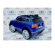 Фото электромобиля River Toys Volkswagen Touareg Blue вид сзади