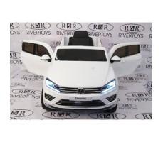 Фото электромобиля River Toys Volkswagen Touareg White вид спереди