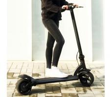 Девушка на лектрасамокате Wide Wheel