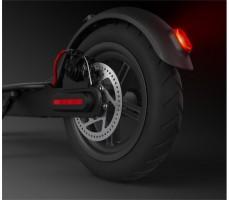 Заднее колесо и дисковый тормоз со стоп сигналом нового электросамоката от xiaomi