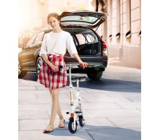 Девушка с  электровелосипедом Airwheel E6 White