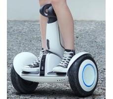 Фото управления гироскутером мини-сигвеем Mini Robot Plus 54v White