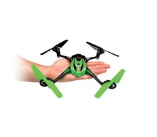 фото квадрокоптера Traxxas LaTrax Alias Quadcopter 2.4G зеленого цвета на руке