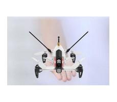 фото квадрокоптера гоночного белого Walkera Rodeo 150 RTF 2.4G в руке