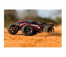 фото радиоуправляемой модели машины Traxxas E-Revo 1/10 4WD Brushed Red в движении