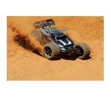 фото радиоуправляемой модели машины Traxxas E-Revo 1/10 4WD Brushed Silver в движении