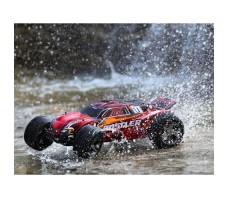 фото радиоуправляемой машины TRAXXAS Rustler 4X4 VXL 1/10 TSM Red в воде