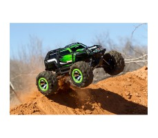 фото радиоуправляемой машины  Traxxas Summit 1/10 4WD Green в движении