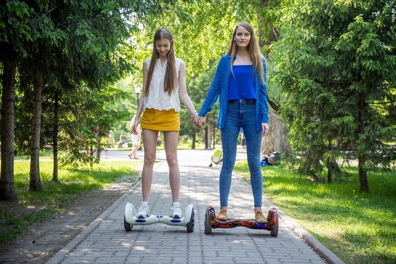 Девушки на героскутерах