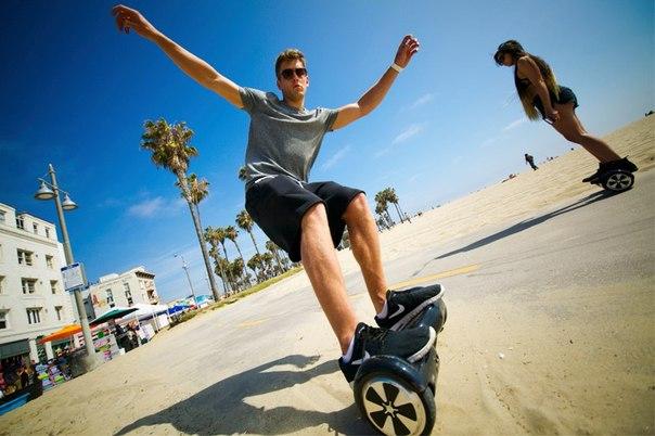 Молодёжь на гироскутерах с колесами 8 дюймов