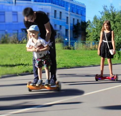 Дети на гироскутерах