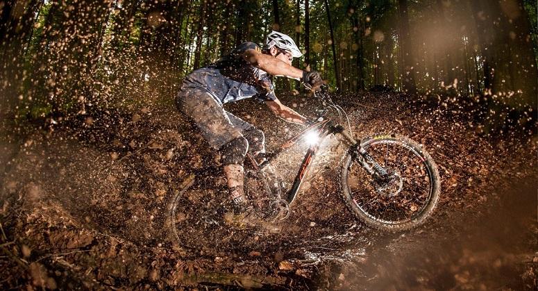 Электровелосипед в грязи