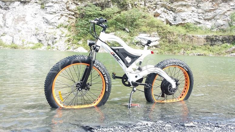 Электровелосипед в воде