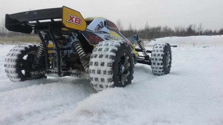 RC машина зимой